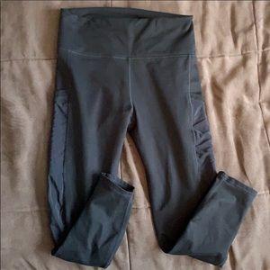 Fabletics Mila Pocket Capri Medium (navy)